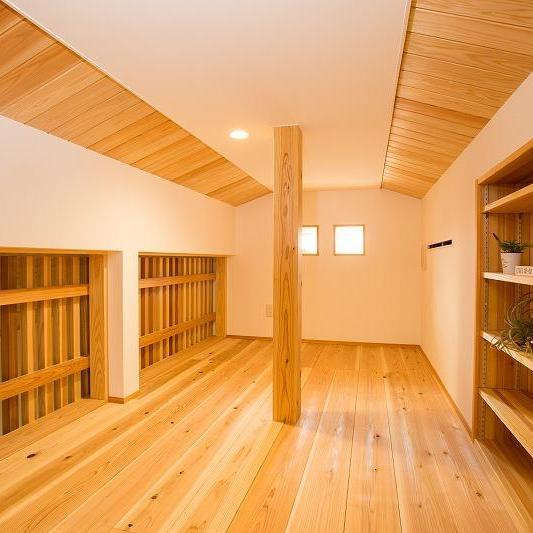 収納に、趣味のお部屋に。遊び心をくすぐる小屋裏。