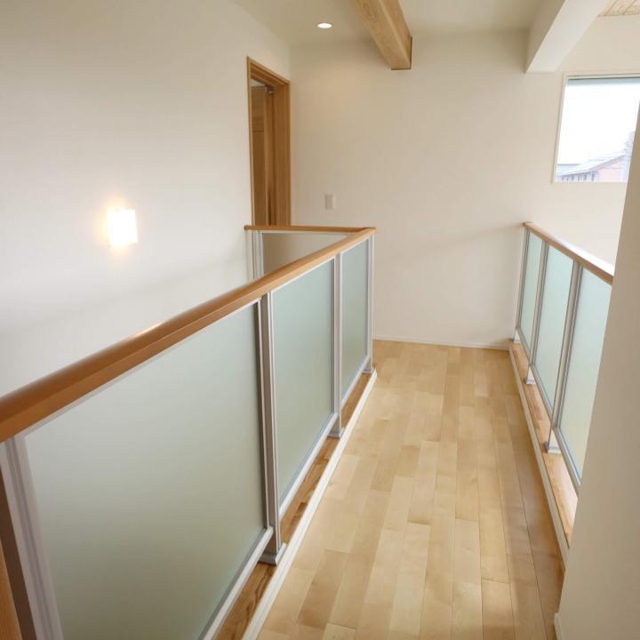 2階廊下と吹き抜け