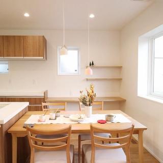 庭へと繋がるLDK、テレワーク対応の快適に住まいできる家